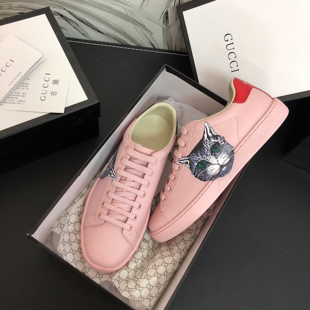 Women's Gucci Shoes-730